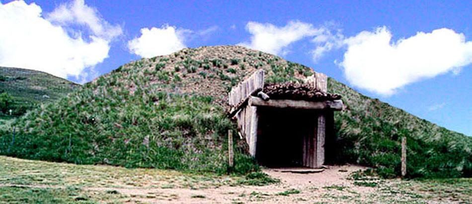 Mandan - Hidatsa Lodge